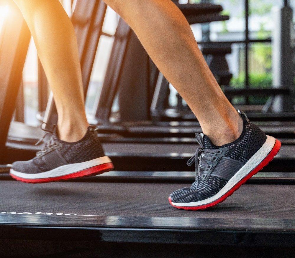male running on the treadmill
