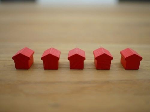 Little red houses representing jobs in Real Estate
