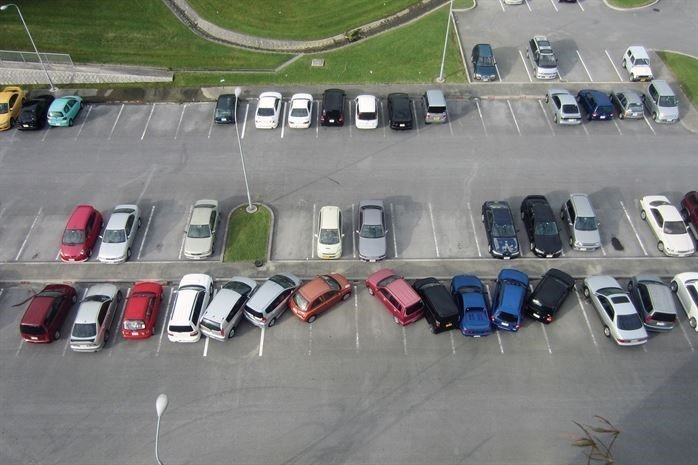 No matter how long you've been driving, be it months or decades, here's a little parking lot etiquette refresher course: It takes just three minutes to learn, but graduation might take a little longer!
