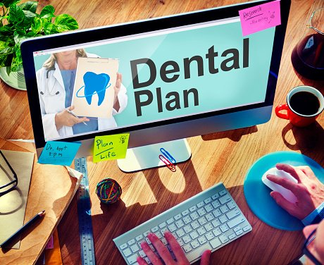 senior shopping for dental insurance plans