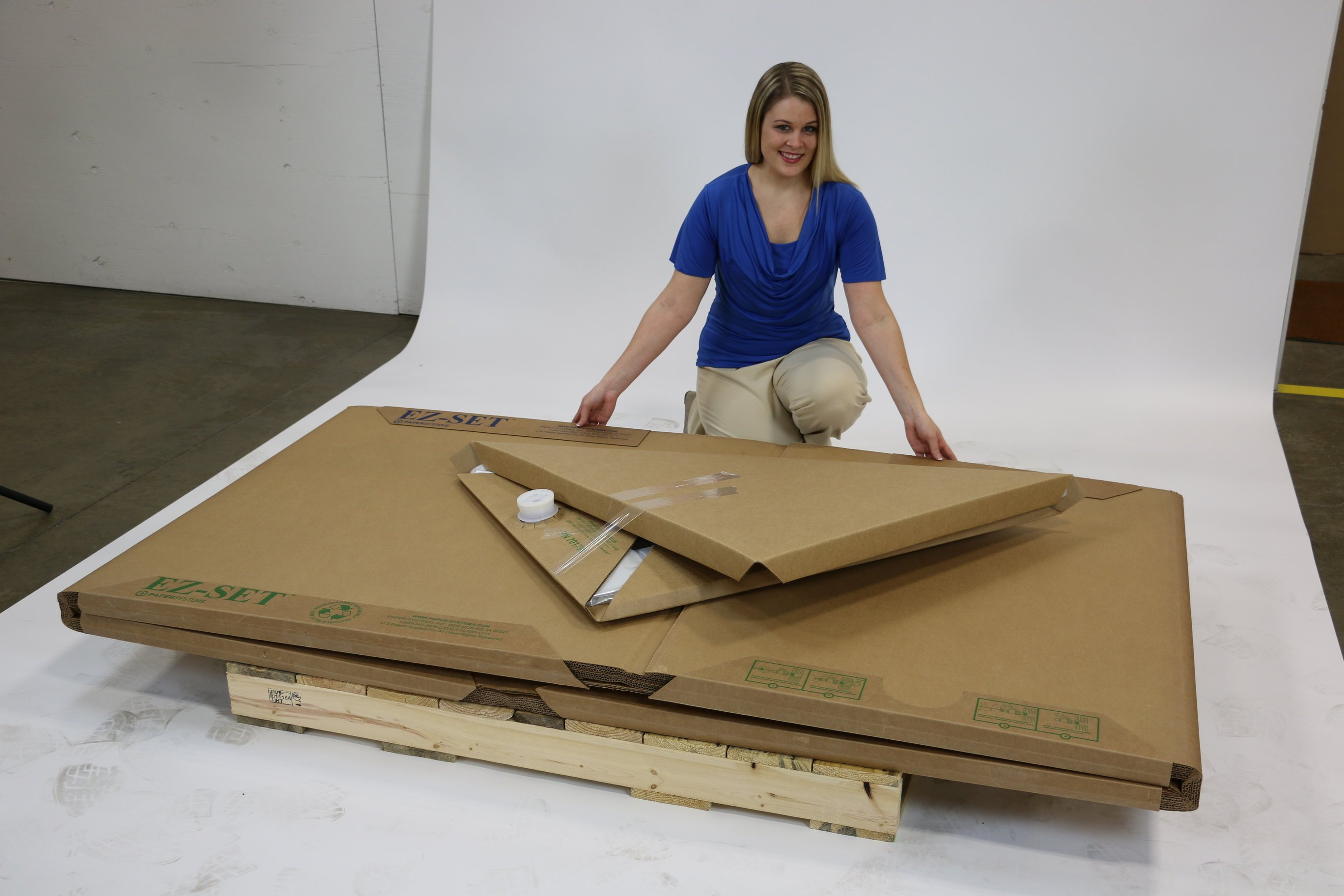 Disposable liquid totes arrive flat to save warehouse space